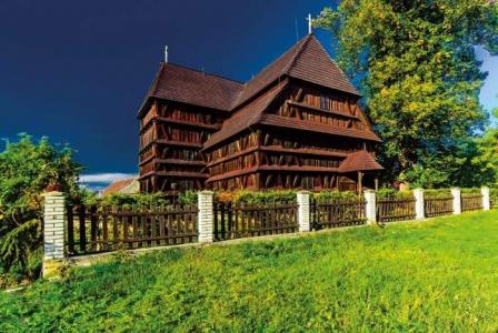 Dreveny kostolik v hronseku